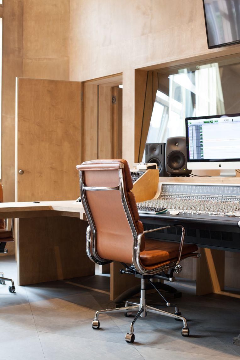 De berkenhouten muziekstudio van Audiotheque. Beeld null