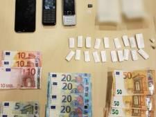 Man (18) uit Meppel gepakt met onderbroek vol drugs, geld en telefoons