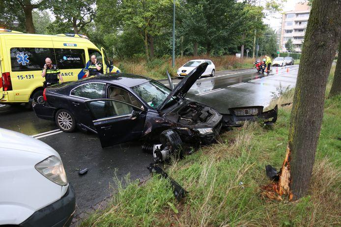 Vanmiddag heeft op de Nieuwe Parklaan in Den Haag een eenzijdig ongeval plaatsgevonden waarbij een personenauto betrokken was.