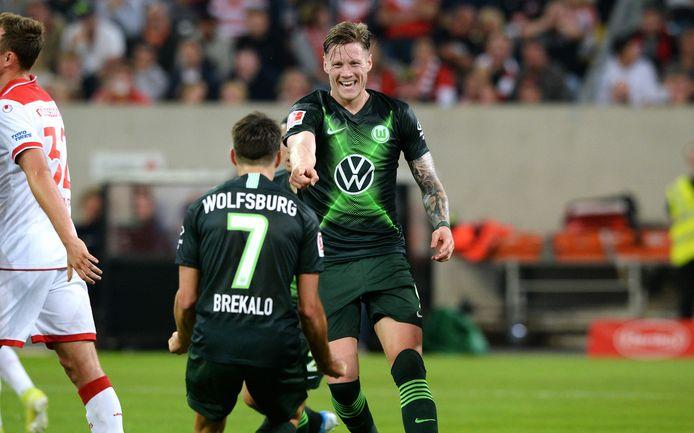 Wout Weghorst juicht na zijn goal tegen Fortuna Düsseldorf vrijdag.
