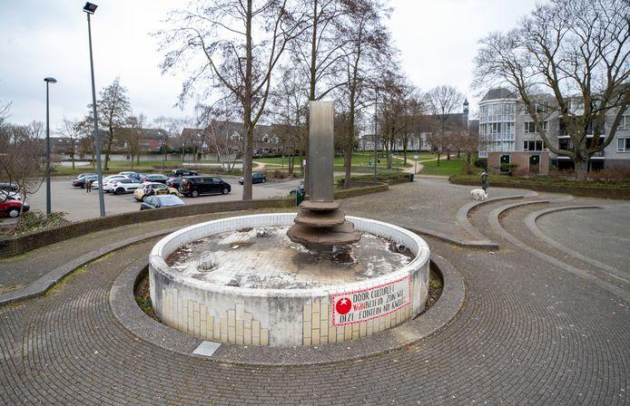 Het kunstwerk 'Oud ontmoet Nieuw' van kunstenaar Hedda Willem Buijs bij theater Lampegiet
