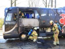 Touringcar die scholieren naar Kamp Amersfoort bracht uitgebrand