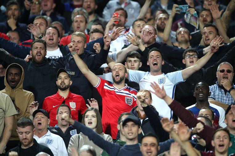 Britse voetbalfans op de tribune in Sofia. Hun elftal won de wedstrijd met 0-6. Beeld BSR Agency