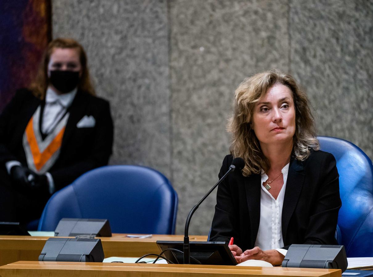 Kamervoorzitter Vera Bergkamp in de Tweede Kamer tijdens het wekelijks vragenuur.