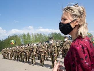 Minister van Defensie Dedonder bezoekt voor het eerst militairen in het buitenland