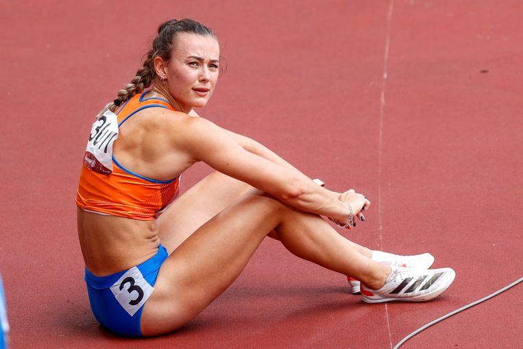 Nadine Visser baalt op de baan van het Olympisch Stadion in Tokio na de finale 100 meter horden. Beeld Pro Shots / Thomas Bakker