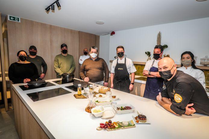 Acht ondernemers uit de Oostendse horeca- en voedingssector stellen hun uniek afhaalmenu voor.