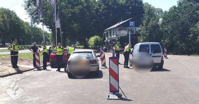 Langs de N348 bij Lemelerveld werd een grote controle gehouden door de politie en Belastingdienst.