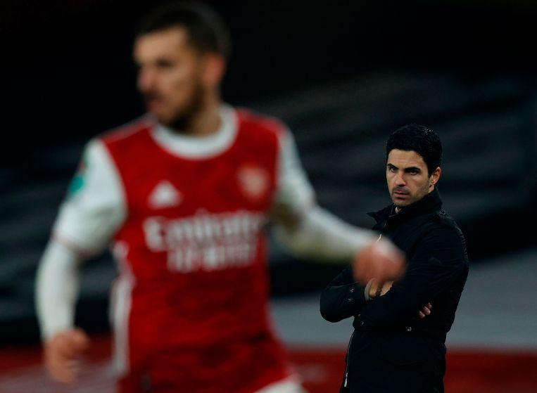 Hoofdtrainer van Arsenal Mikel Arteta kijkt toe hoe zijn ploeg verliest.  Beeld AFP
