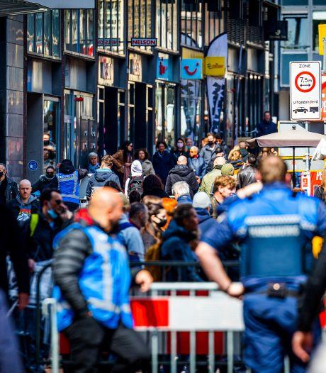 'Gezellige' maar overvolle winkelstraten, gemeenten roepen op thuis te blijven