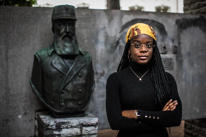 Eunice Yahuma naast Leopold II in Halle: 'Het is pijnlijk om zo'n beeld te zien als je weet welke gruweldaden de man heeft aangericht.'
