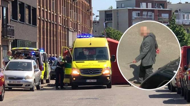 Vader steekt nieuwe vriend van ex dood voor ogen van kinderen: video toont hoe vermoedelijke dader kalm wegwandelt met mes nog in de hand