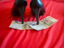 Enschedeër zou zeker vijf vrouwen tot prostitutie hebben gedwongen: hij tatoeëerde zijn naam op haar lichaam