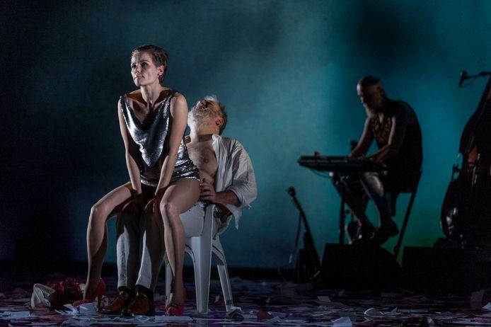Angela Schijf en Wim Opbrouck in 'La Superba',  van Toneelgroep Maastricht.