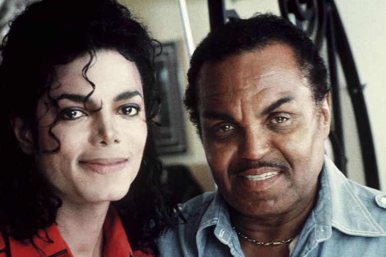 Michael en Joseph Jackson.  Beeld CORBIS