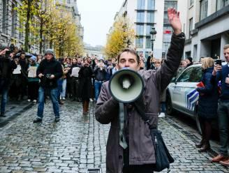"""Maaike Cafmeyer, Kevin Janssens en collega-acteurs protesteren tegen besparingen - Jambon: """"Stel zelf alternatieve besparing voor"""""""