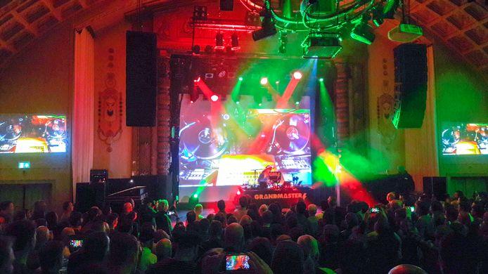 Toen het nog kon: Grandmaster Flash tijdens een optreden in de grote zaal van het Arnhemse poppodium Luxor Live.
