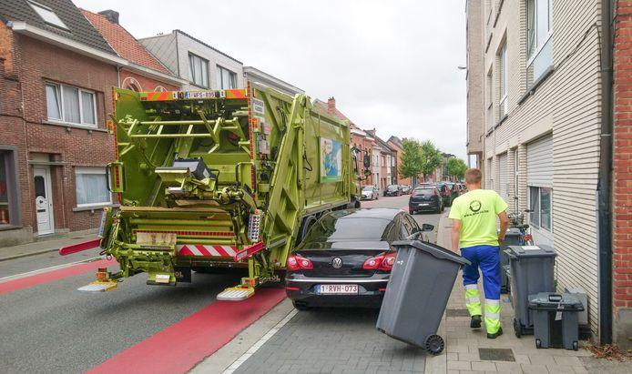 De ophaling van het huishoudelijk afval in Sint-Niklaas. Bij liefst 5.078 gezinnen staat er 0 euro op de MIWA-factuur, waarvan het bij 3.161 gezinnen onduidelijk is hoe dat komt.