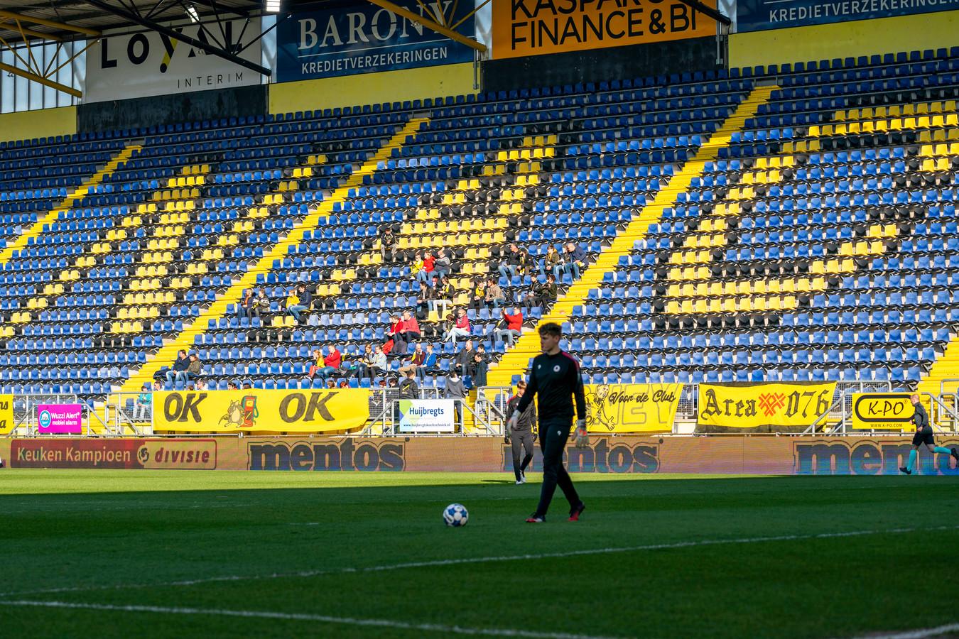 Vanwege de pandemie kunnen de supporters hun ongenoegen niet uiten in het Rat Verlegh Stadion.