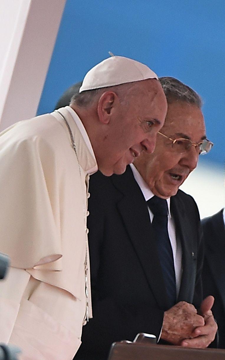 Paus Franciscus en de Cubaanse president Raul Castro Beeld afp