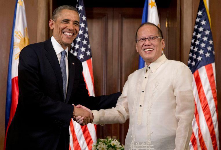 Benigno Aquino III (rechts) met de voormalige Amerikaanse president Barack Obama. Beeld AP