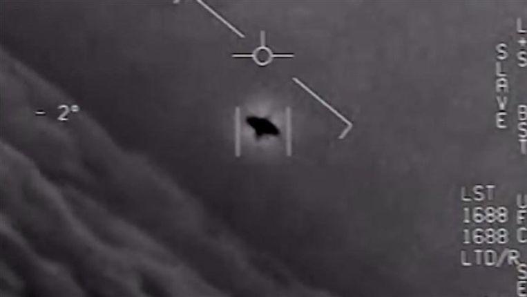 Het Pentagon heeft maandag videobeelden vrijgegeven van drie ufo-waarnemingen die door piloten van de Amerikaanse marine gemaakt werden tijdens vluchten. Beeld Capture d'écran