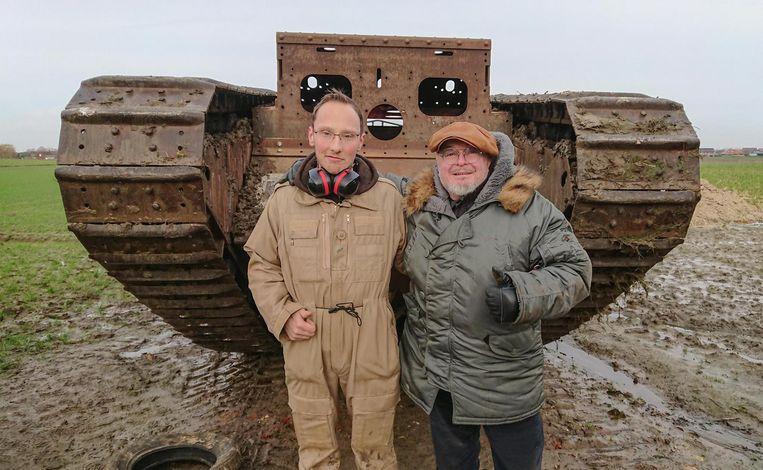 Stijn Butaye en Bruce Crompton voor de intussen beroemde 'Tank van Poelkapelle'.