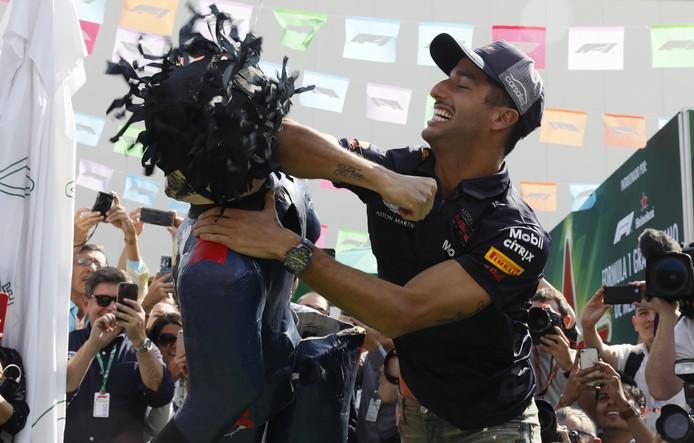 Ricciardo beukt een piñata.