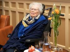 Oud-verzetsstrijder Wil (102) geridderd: zelfs ná haar arrestatie saboteerde ze werkzaamheden in het concentratiekamp