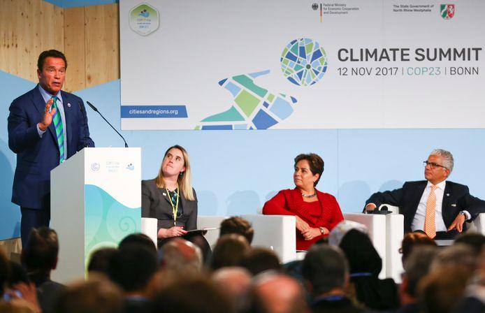 Schwarzenegger gisteren op de klimaattop in Bonn.