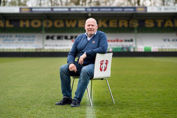 Algemeen directeur Hans de Zeeuw in het stadion van FC Dordrecht: ,,De gemeente blijft maar om de hete brij draaien en dat is slecht voor de parkbewoners.''