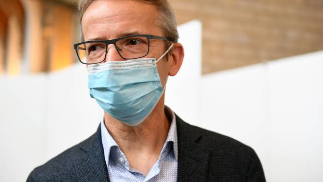 Testsysteem van KU Leuven kan volgens rector Luc Sels veel meer potentiële besmettingen opsporen