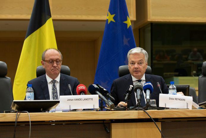Johan Vande Lanotte (sp.a) en Didier Reynders (MR) probeerden vier maanden lang het politieke slagveld te doen opklaren, maar zonder veel succes.