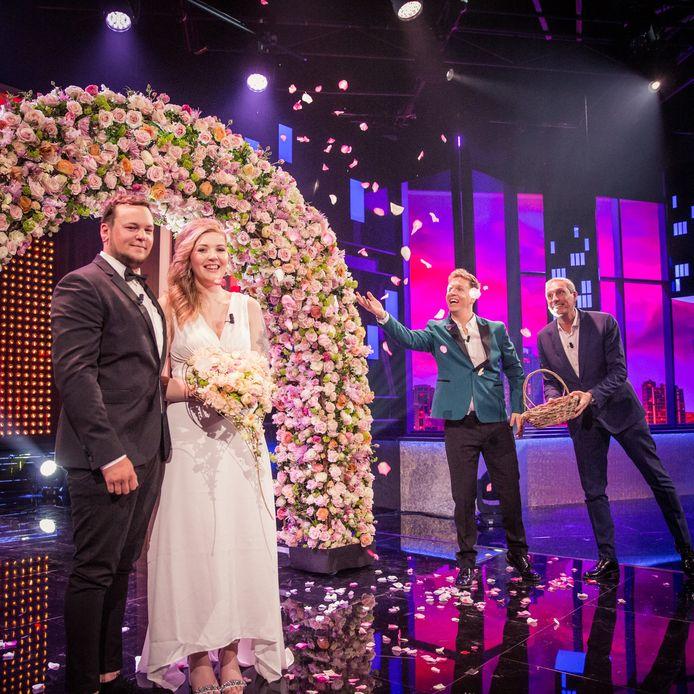 Eline en Toby gaven elkaar het jawoord tijdens de 'Cooke & Verhulst'-show