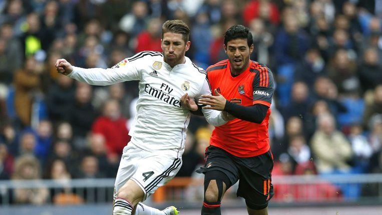 Carlos Vela in duel met Sergio Ramos.