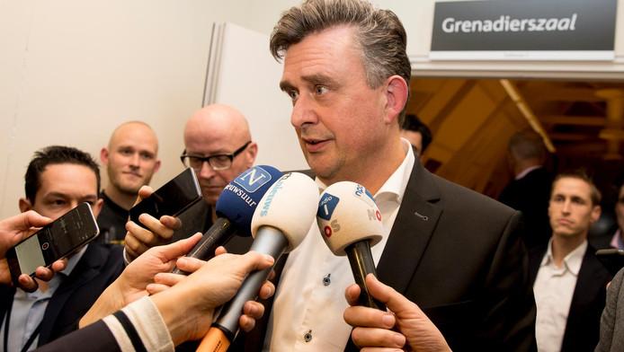Emile Roemer staat de pers te woord na een ingelaste vergadering naar aanleiding van kritiek.