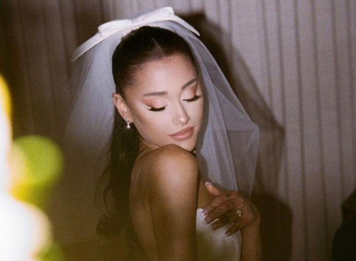 Ariana Grande deelt trouwfoto's.