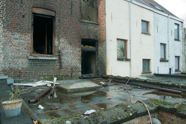 Filip probeerde vanop het dak de brand nog te blussen.