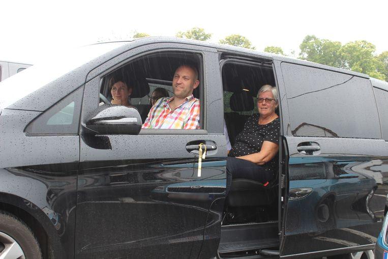 De ouders en grootouders konden mee volgen vanuit de auto.