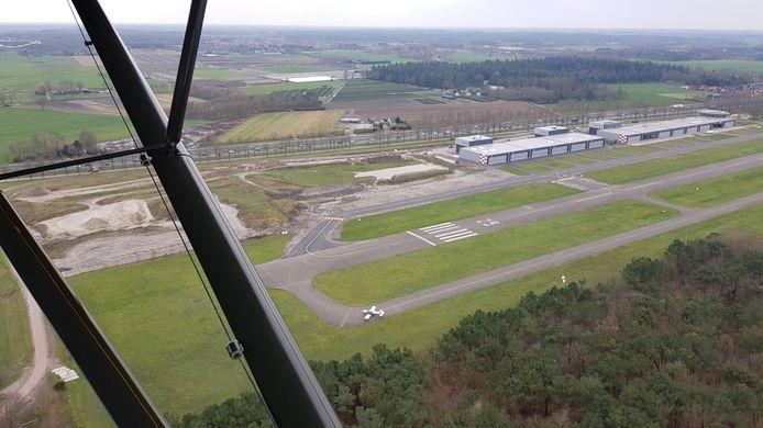 Luchtfoto van Airparc Seppe, in vier fasen te bouwen. Voor de laatste vleugels wil directeur Stef Have het principe luchtvaart gerelateerd los laten.