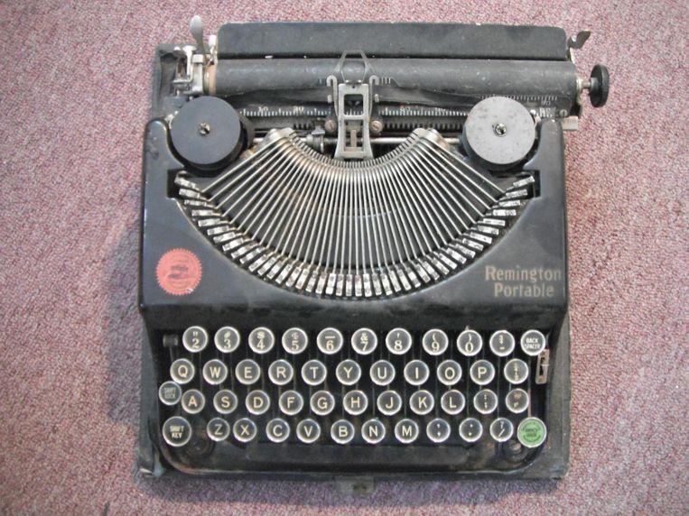 Schrijfgerei: Remington portable typemachine uit 1920. 'Vanaf mijn 8ste wilde ik schrijver worden. Ik kocht deze typemachine toen ik 12 was, voor tien pond.' Beeld
