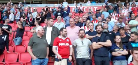 Klaas Dijkhoff blijft gewoon op de tribune zitten bij PSV: 'Als hij lid van de PvdA was geweest, was het ook goed geweest'