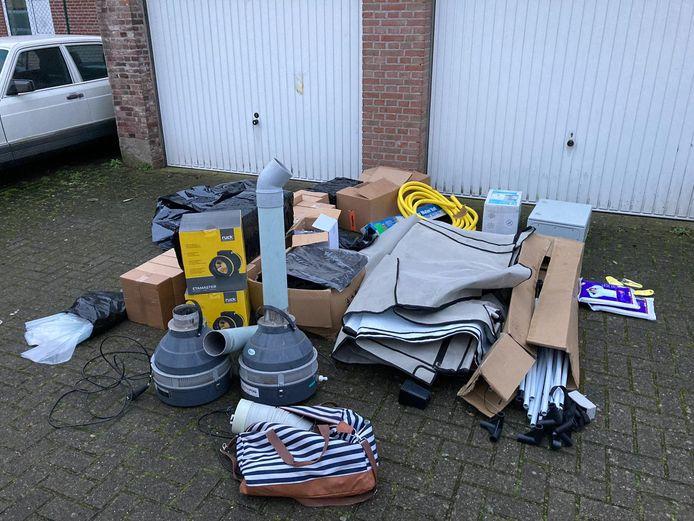 In een garagebox aan de Korvelseweg lag materiaal om een hennepkwekerij te bouwen.