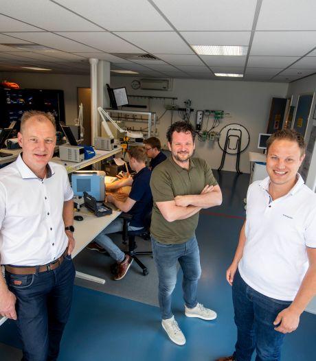 Bedrijf Logic Medical blijft Twents, want drie personeelsleden 'nemen de tent gewoon over'