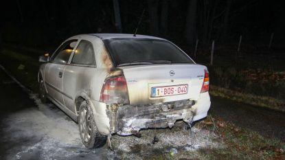 Wagen vat vuur door kortsluiting