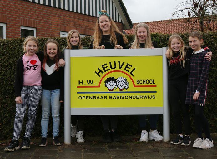 De voor het goede doel in actie gekomen leerlingen van de Heuvelschool.