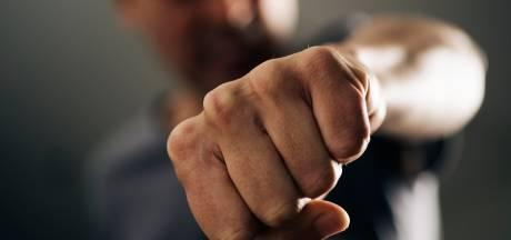 Boa meegesleurd met scooter en mishandeld in Enschede, man gearresteerd na vechtpartij