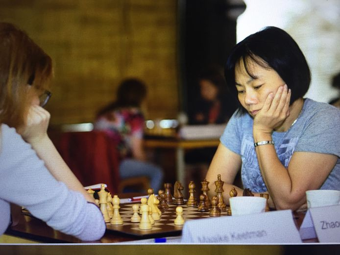 Zhaoqin Peng tijdens het Nederlands kampioenschap schaken in 2018. Ze werd toen voor de veertiende keer kampioen.