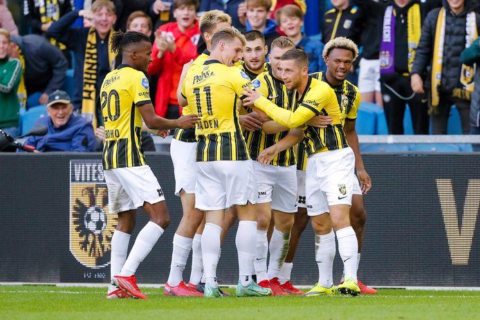 Dankzij een overwinning op Anderlecht plaatste Vitesse zich op 26 augustus voor de groepsfase van de strijd om de Conference League. Hier wordt de 2-0 gevierd.