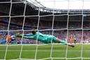 Sari Van Veenendaal brengt redding in de WK finale tegen Amerika.